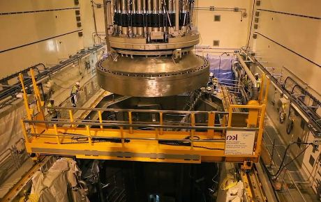 Olkiluoto 3 vessel head installation 460 (Areva)